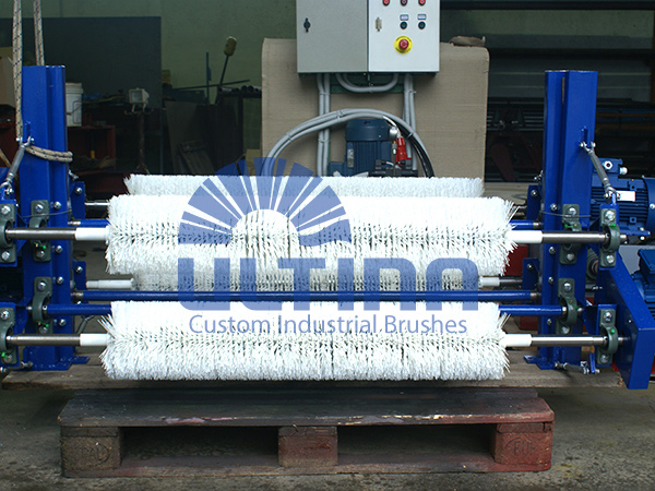 Conveyor Cleaning mechanism with plastic brushes 3