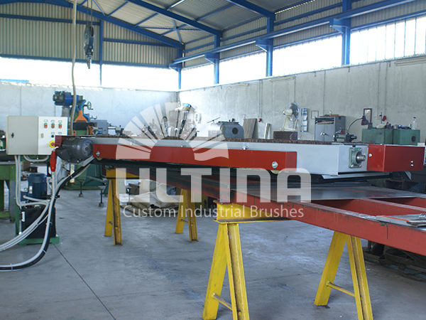 Conveyor Cleaning mechanism with wire brushes 1