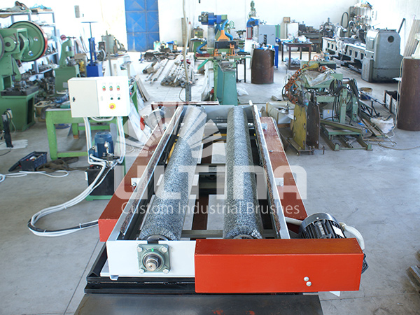 Conveyor Cleaning mechanism with wire brushes 2