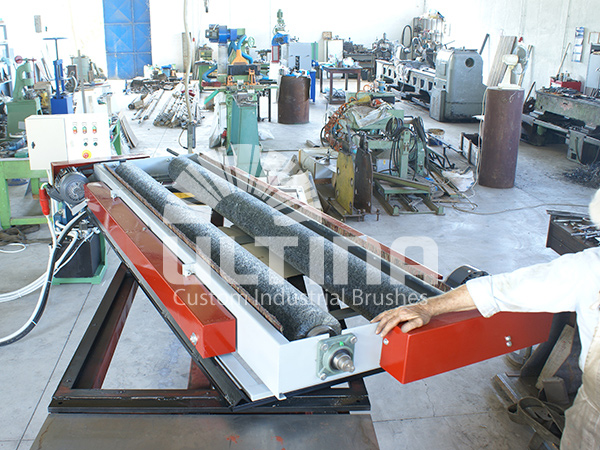 Conveyor Cleaning mechanism with wire brushes 3