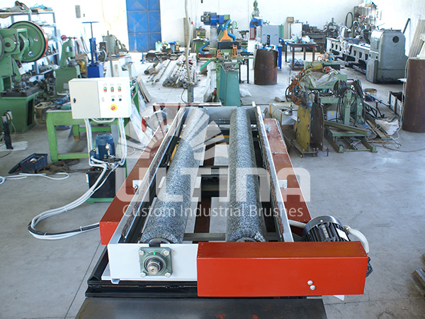 Conveyor Cleaning mechanism with wire brushes 4