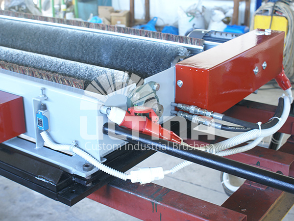 Conveyor Cleaning mechanism with wire brushes 5